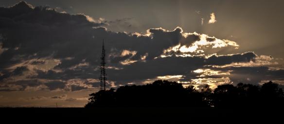 Sun_Through_The_Clouds, Landscape, photo, canon, 60d, dslr, tamron, 17-50mm, lens, 2.8